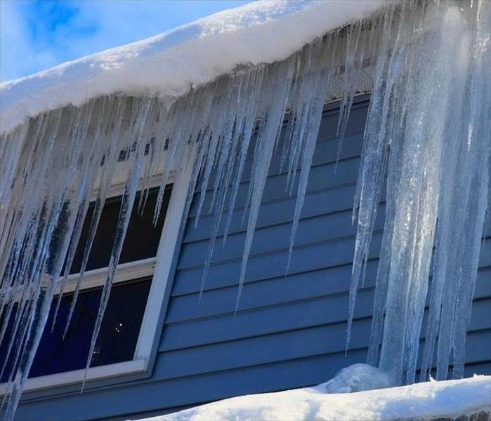 Why SERVPRO Prevent an Ice Dam on your Roof this Season